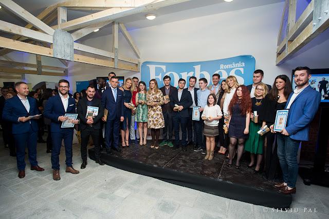Gala Forbes Romania 30 sub 30 - Silviu Pal Blog Gala Forbes 30 sub 30, ediția 2016, i-a avut ca premianți pe Daniel Rizea (Senior Software Engineering Manager), Dan Isai (fondator Salad Box), Tobi Ibitoye (cântăreț), Mihai Precup (consilier al vice-președintelui Băncii Europene de Investiții), Andrei Avădanei (fondator DefCamp), Mikey Hash (vlogger), Mihai Toader Pasti (manager de proiect EFdeN), Horia Manolache (fotograf), Paul Richard Nicolau (fondator Taverna Racilor și Oac-Oac Bistro), Lucian Ștefan (impresar) și Horia Manea (fondator Pizza PPH).