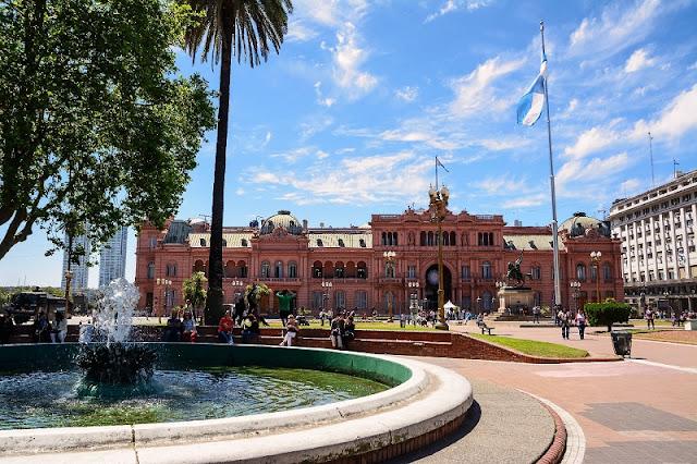 Plaza de Mayo em Buenos Aires no mês de julho