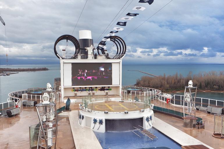 Pont supérieur et piscine du navire de croisière MSC Seaside