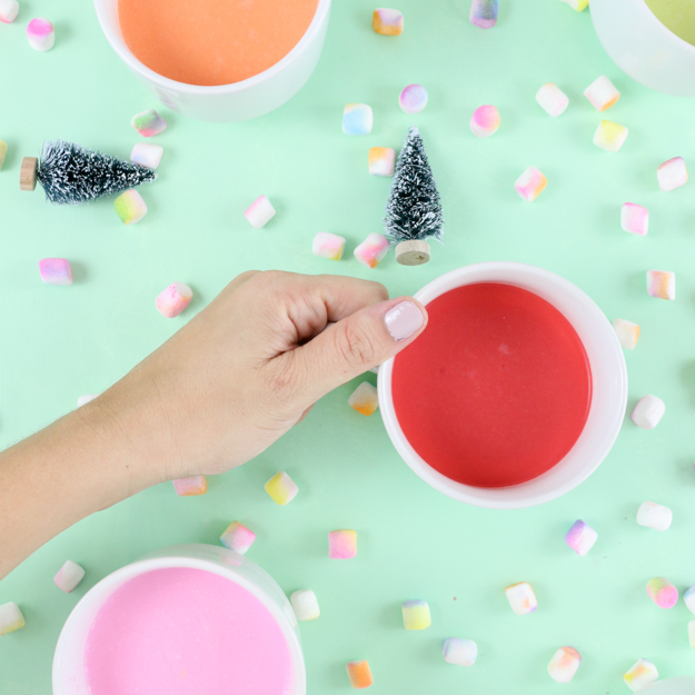 DIY Gradient Marshmallows and Colorful Hot cocoa - easy way to make your cocoa colorful - blue hot cocoa - pink hot cocoa - red hot cocoa - colored marshmallows - unicorn hot cocoa - funfetti cocoa