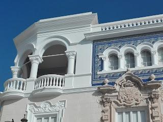 foto de la fachada del edificio de los Aramburu