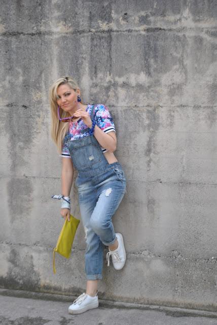 outfit salopette di jeans come abbinare la salopette di jeans idee outfit saponette di jeans mariafelicia magno fashion blogger colorblock by felym fashion blog italiani fashion blogger italiane blogger italiane ragazze bionde outfit giugno 2016 influencer italiane