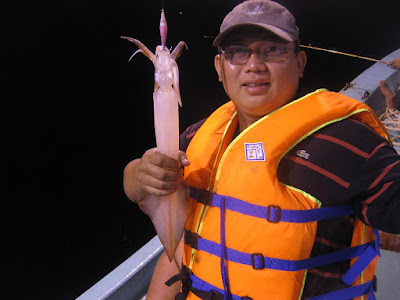 A big squid victory in Halong Bay