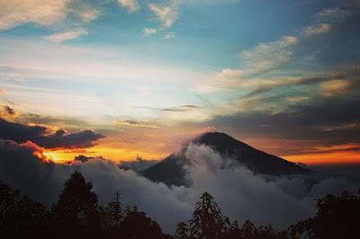 foto sunset di gunung sumbing