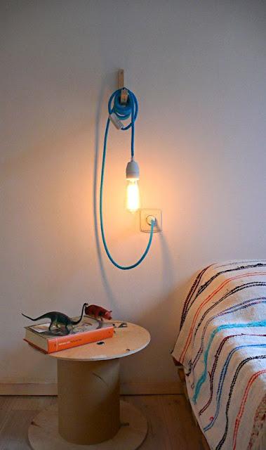 Cable de color y bombilla