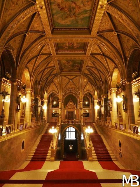 visita parlamento di budapest sala centrale
