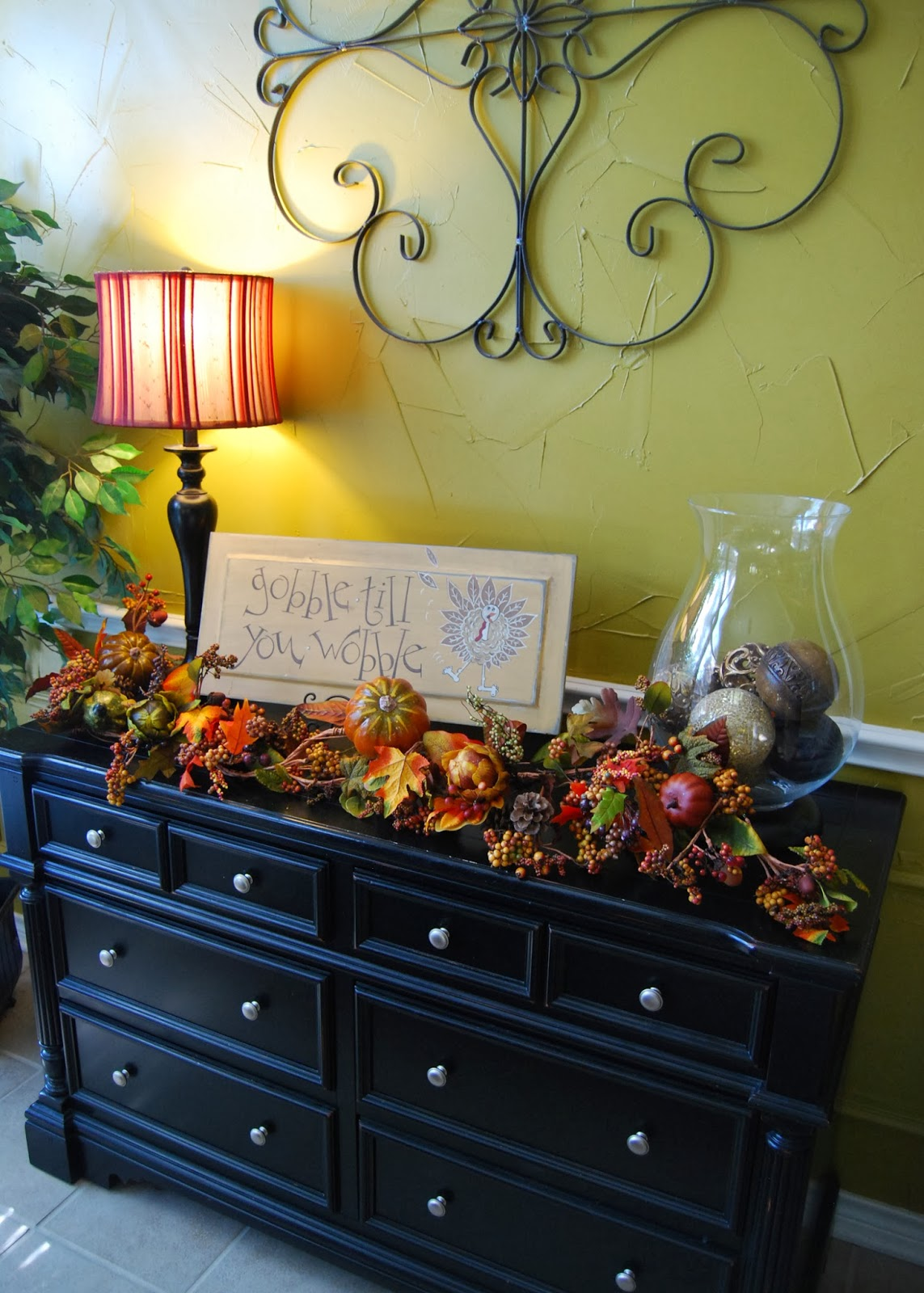 Momfessionals: Thanksgiving Decor