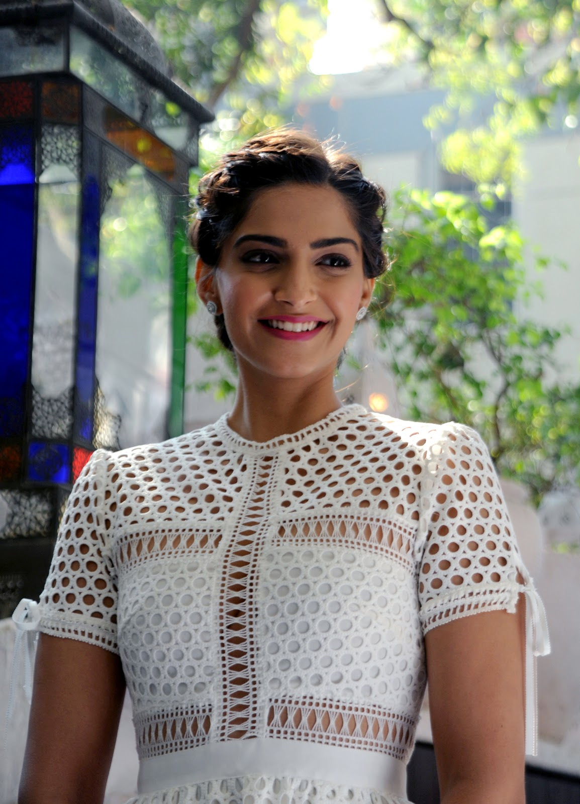 'Neerja' actress Sonam Kapoor Amazing Full HD Photos for Filmfare Glamour and Style Awards