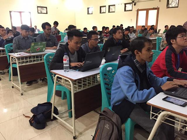 Peserta masih bersemangat mengikuti workshop - Umar Fadil