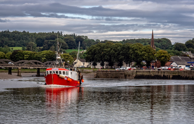 Photo of a fishing boat leaving Kirkcudbright Harbour