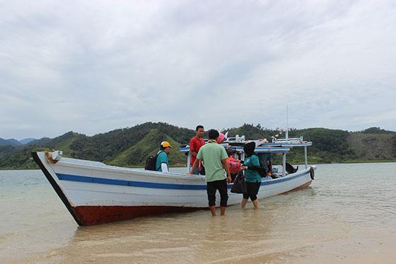 Sewa Kapal di Wisata Mandeh