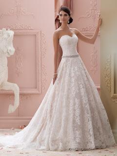 6ee9220c79bdf ما بين فساتين زفاف مونيك لولييه التي تمتلئ بالأنوثة والرقة، وفساتين زفاف  ريم عكرا التي تأخذ الطابع البوهيمي، بالتأكيد ستجدين فستان زفاف يلائم ستايلك  الشخصي.