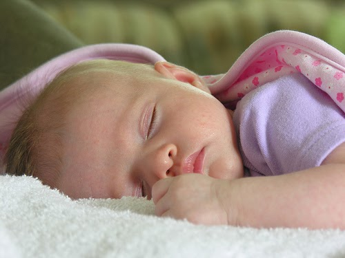 Gaya Tidur Bayi Yang Tidak Sesuai  Bila Han Bercerita