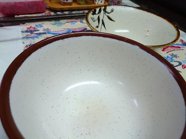 そば処ふくろうの食器の写真