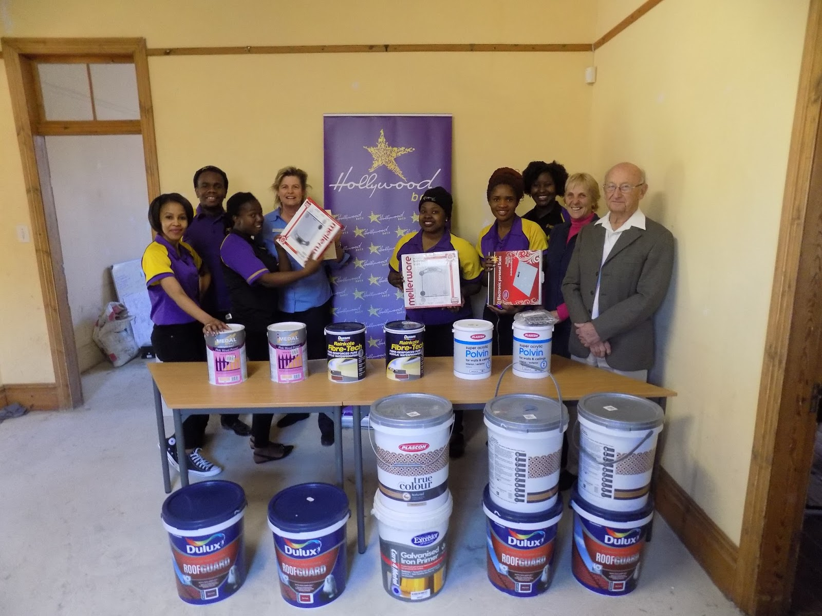 Hollywoodbets Estcourt with their donations to the Escourt Hospice Association