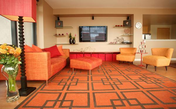 Ruang Tamu Manis Dengan Tema Warna Orange Kursi dan alas orange