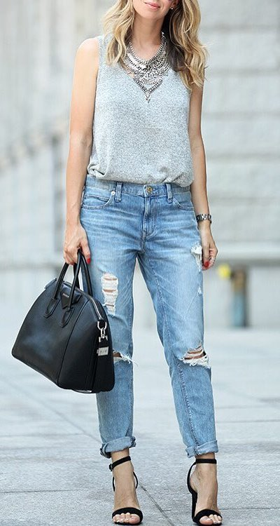 street style perfection: top + ripped jeans + bag