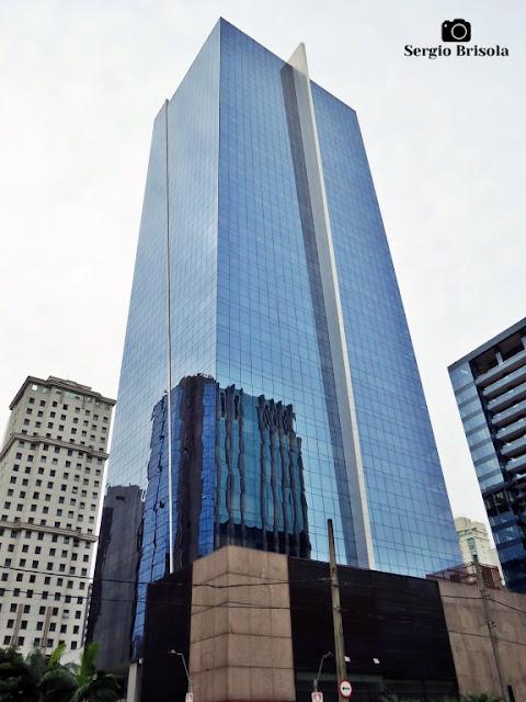 Vista ampla do Edifício Spazio Faria Lima - Itaim Bibi - São Paulo