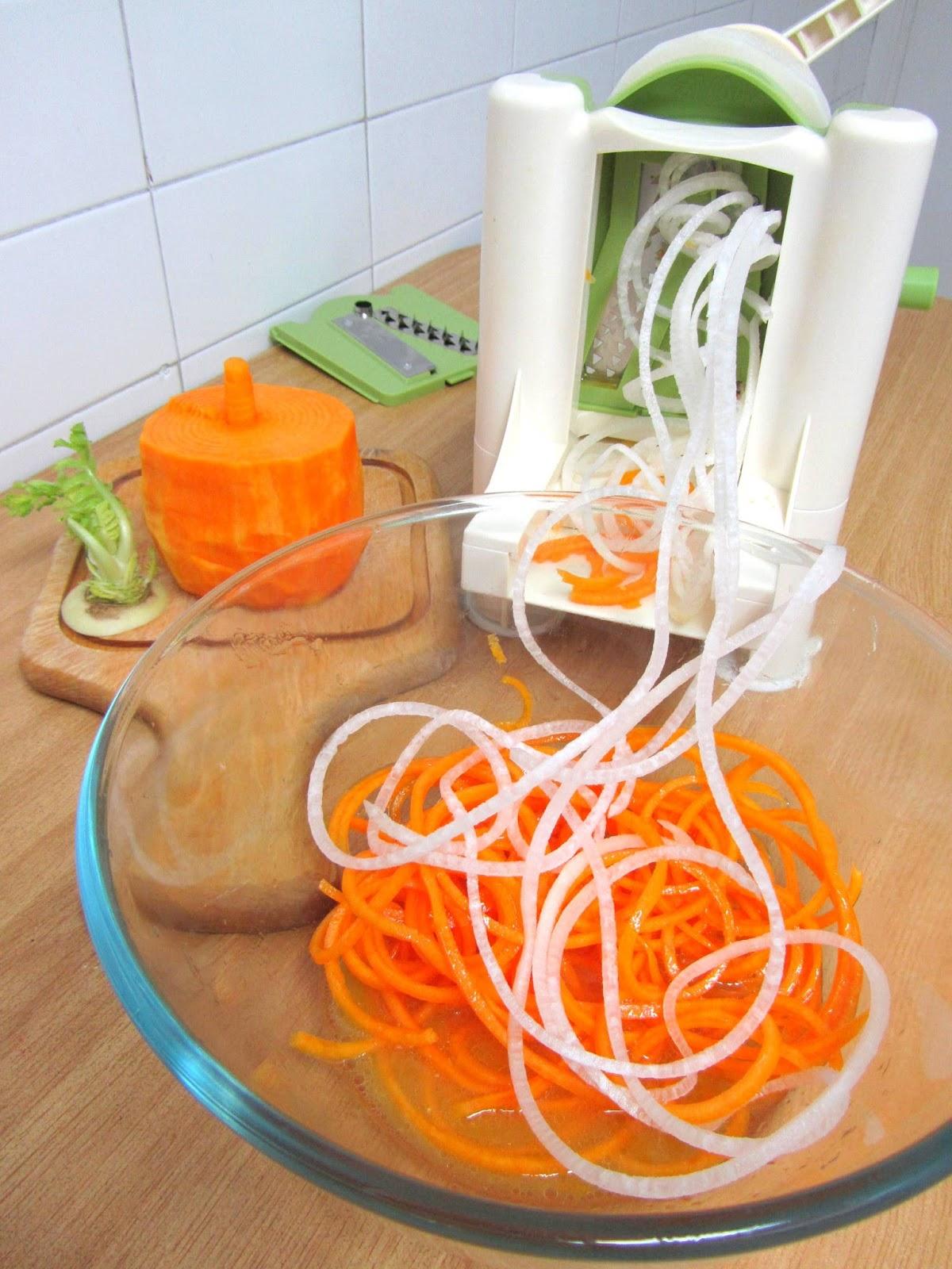 Cocina con luz verde espaguetis de calabaza y nabo chino for Instrumentos de cocina