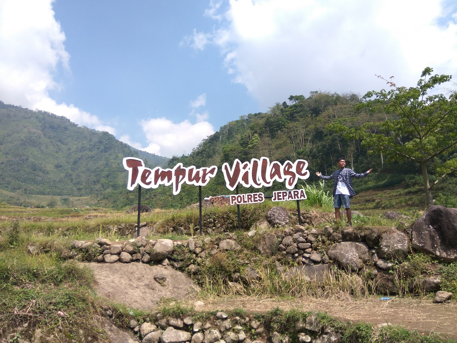 spot foto tempur village