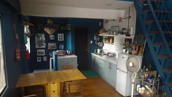 navy blue walls, loft small kitchen, tiny kitchen, vintage room