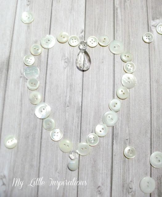 Ghirlanda cuore di bottoni e goccia di cristallo - disposizione bottoni - My Little Inspirations