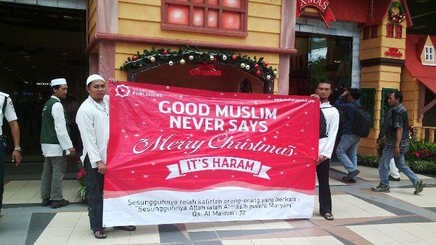 ikut upacaran natal bagi umat islam hukumnya haram