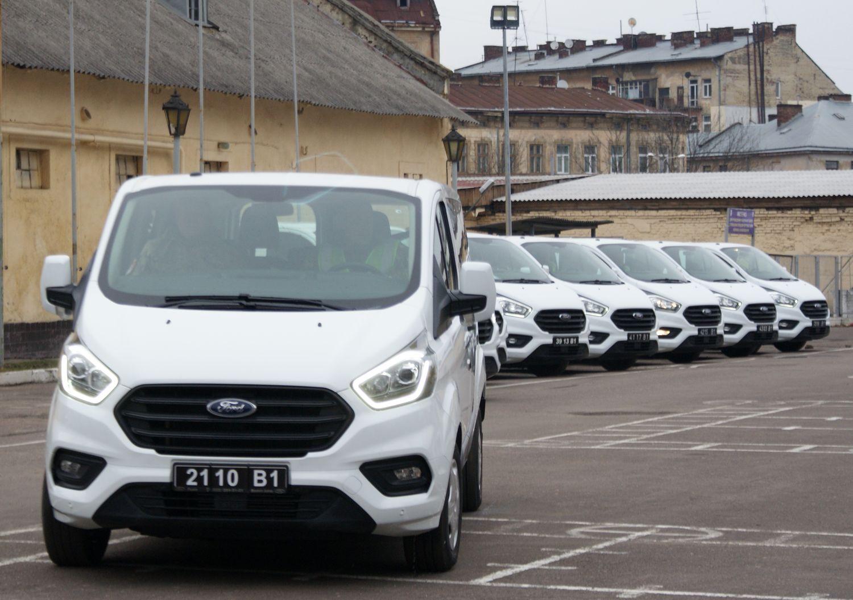 Канада передала ВСП дев'ять автомобілів Ford Transit