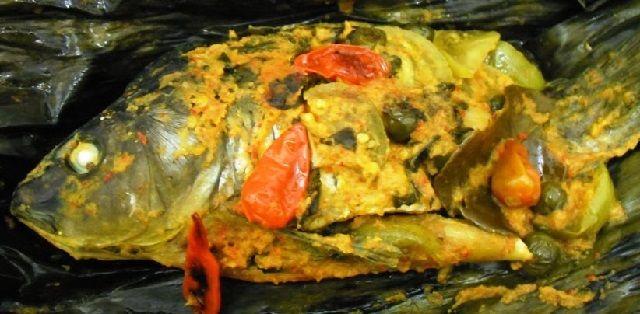 Cara Membuat Pepes Ikan Mas Bumbu Kuning