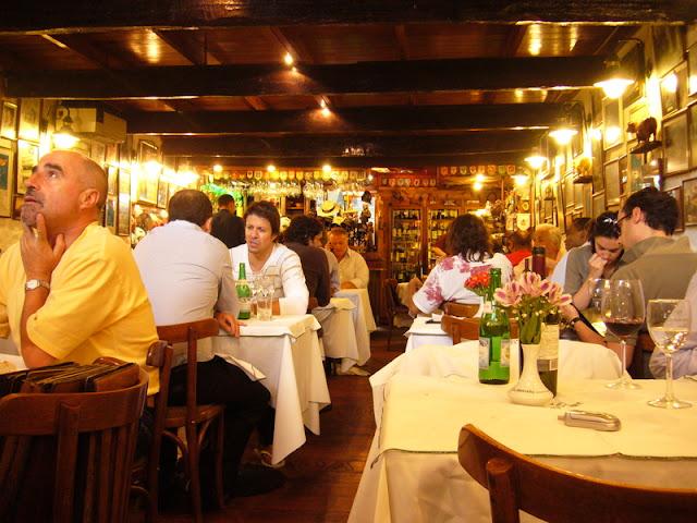 Culinária no restaurante La Brigada