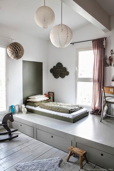 regardsetmaisons la chambre estrade astuce pour petit espace. Black Bedroom Furniture Sets. Home Design Ideas