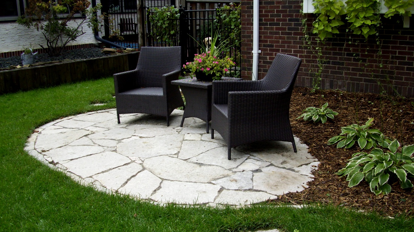 outdoor chairs patio pavers