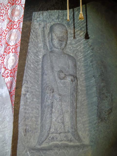 磨崖地蔵菩薩立像