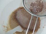 Peneire os ingredientes secos