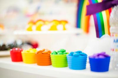 Resultado de imagem para festa arco iris decoração