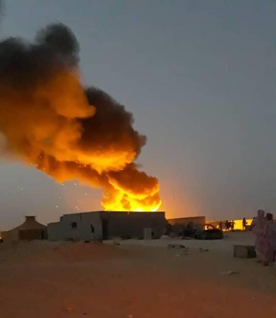 Un enorme incendio se ha desatado en un concurrido campamento saharaui.