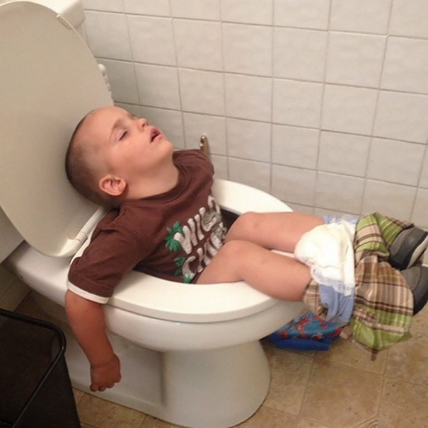 15+ Hilarious Pics That Prove Kids Can Sleep Anywhere - Napping On The Toilet