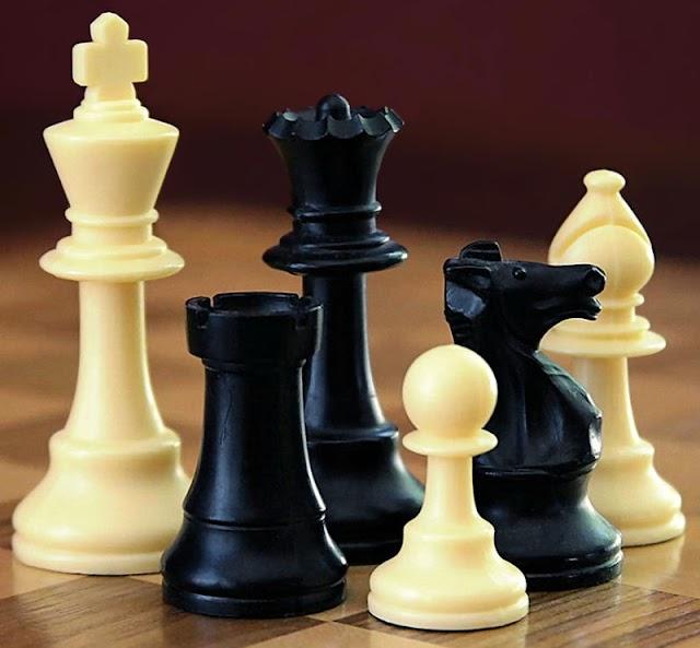 Columna de Gazcue: El ajedrez y sus piezas