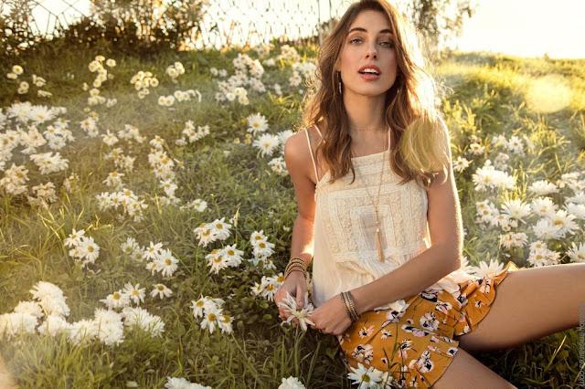 Remeritas delicadas con tiras, blusas y tops primavera verano 2019. Moda mujer 2019.
