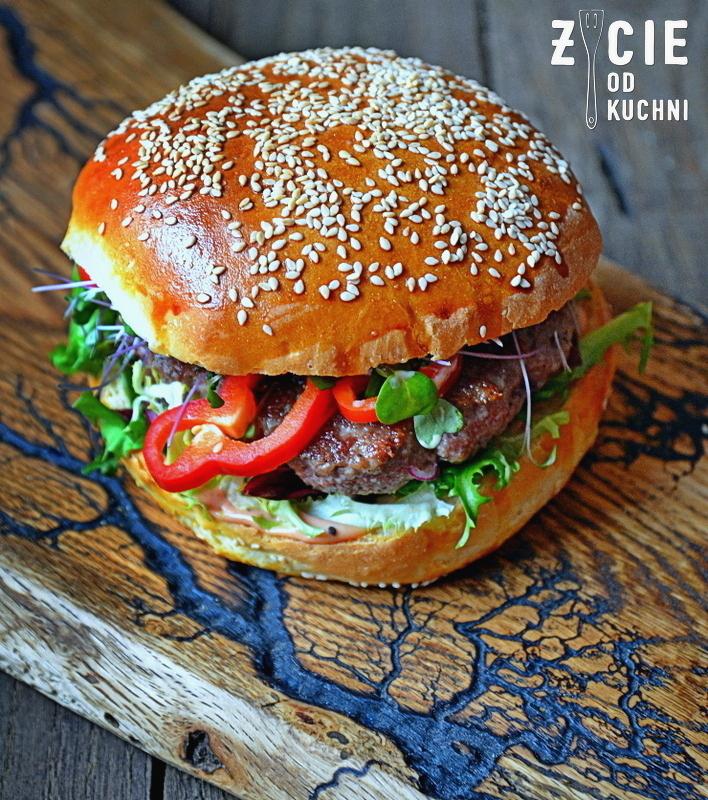 burger wolowy, pazdziernik sezonowe owoce pazdziernik sezonowe warzywa, sezonowa kuchnia, pazdziernik, zycie od kuchni