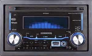 Head unit mobil juga memainkan materi direkam dari berbagai sumber. Delapan-track dan kaset pemain memiliki masa kejayaan mereka. Bahkan noise player sempat tampil dalam mobil pada tahun 60'n.
