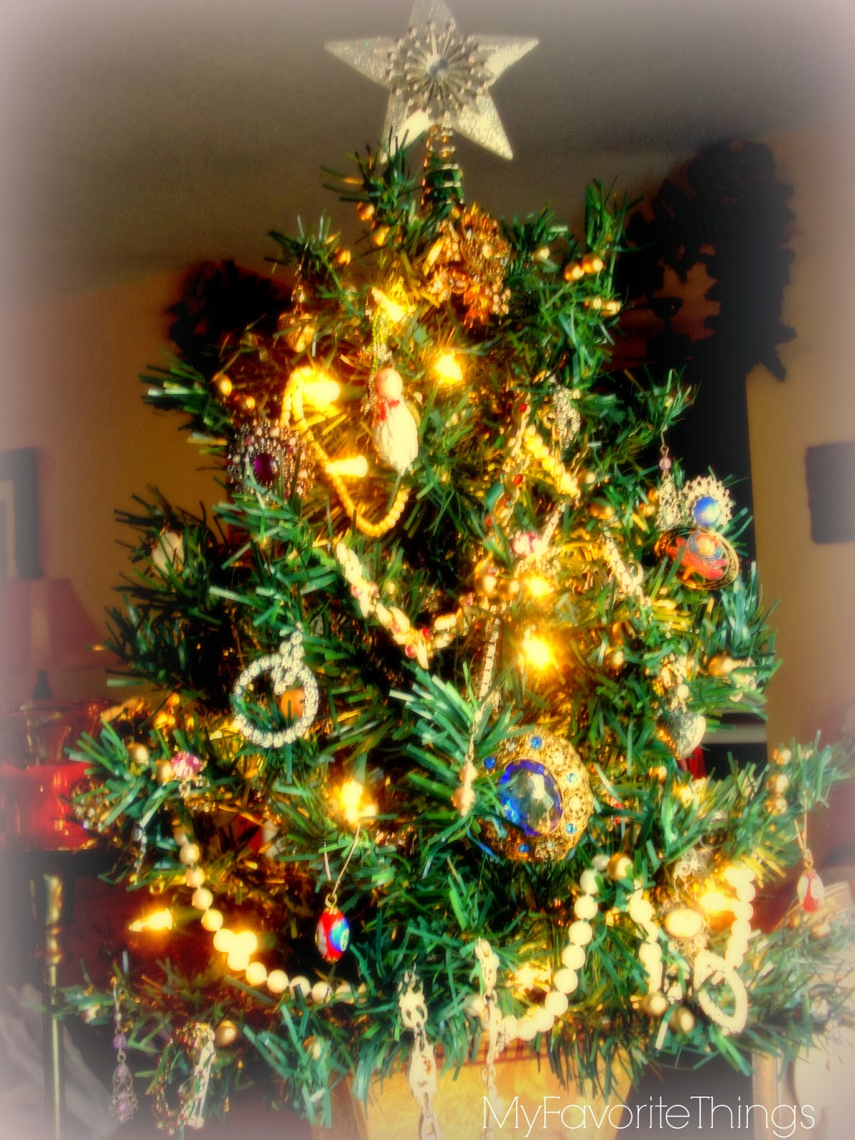 My Favorite Things: Vintage Jewelry Christmas Tree