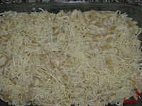Cubriendo con queso mozzarella
