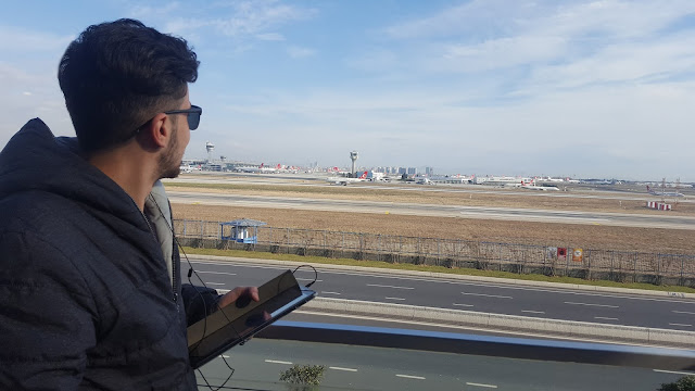 Harun İstenci Turkish Airlines'a ait Airbus A318 tipi uçağın kalkışını izlerken...