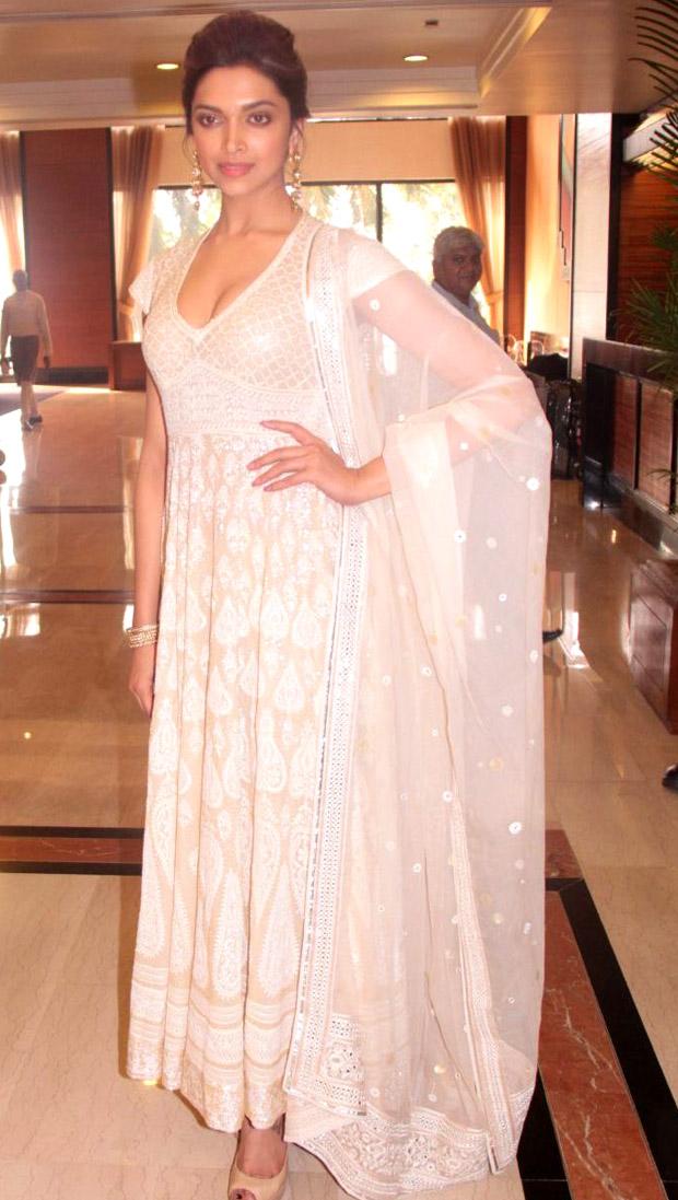 Deepika Padukone White Dress Stills   Box Office News