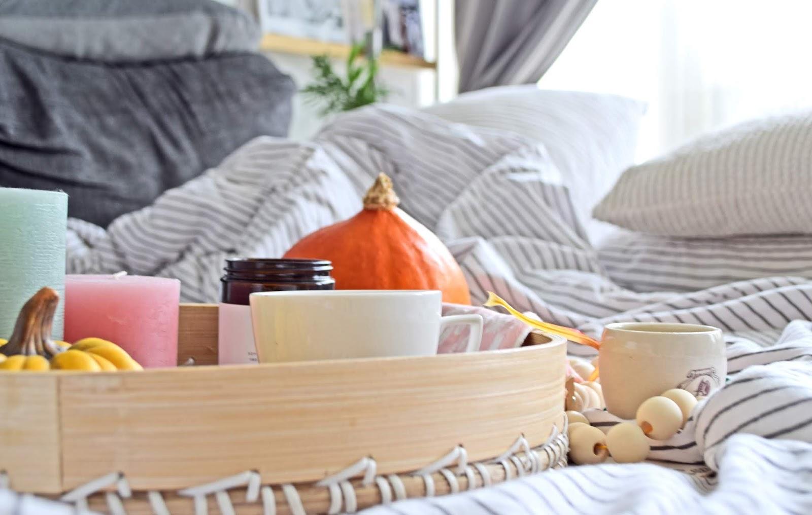 Dekorowanie sypialni na jesień