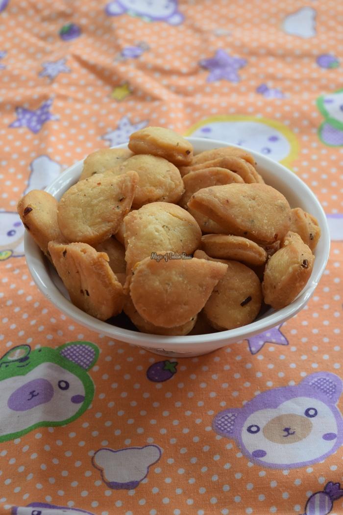 Herbs-Spices-Mathri-Italian-Mathi-Recipe-Diwali-Snacks-Magic-of-Indian-Rasoi-Priya R