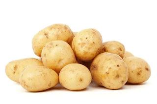 Jus kentang memiliki kandungan yang tidak kalah dengan kentang aslinya. Gizi penting seperti vitamin A, vitamin B, vitamin C, fosfor, kalsium, zat besi, kalium, serat dan protein akan Anda jumpai dalam segelas jus kentang.