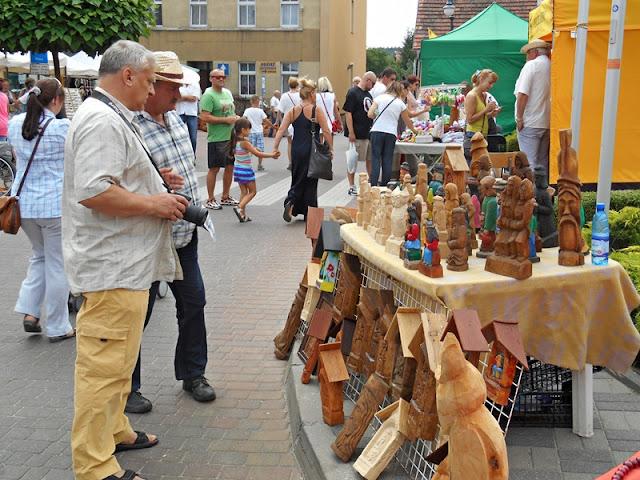 jarmark w Pszczewie, rzeźba, widzowie, zakupy