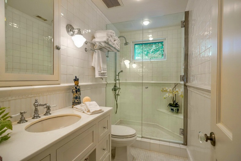 white coastal bathroom